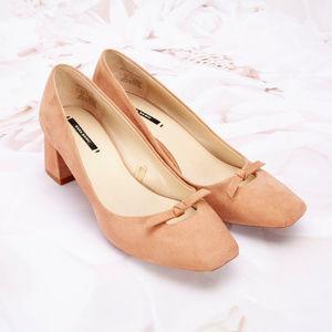 Zara Basic Collection Suede Pumps Heels Peach